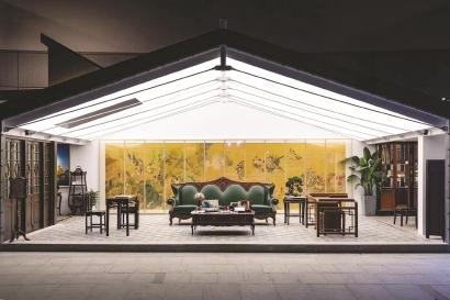 """在""""上海客厅""""正中间位置挂着木版水印版本的任伯年《群仙祝寿图》。"""
